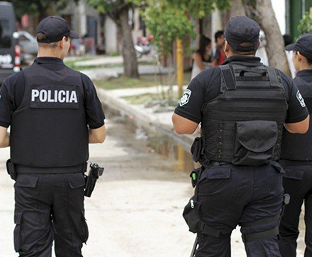 Dos policías fueron detenidos con una moto robada