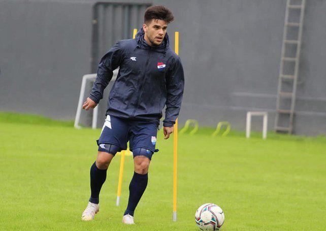 Brahian Ayala es un volante de buena pegada y despertó el interés del Kily González.