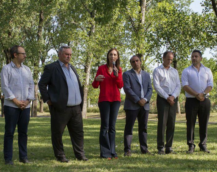 La gobernadora de Buenos Aires junto a parte de su gabinete y el intendente de San Miguel.