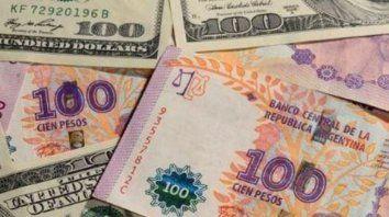 Para pagar el impuesto a la riqueza los contribuyentes deberán vender divisas ahorradas, y esto podría ponerles un techo transitorio a los dólares alternativos.