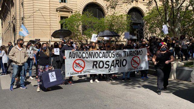 Protesta del sector turístico por el 77% de impuestos a los pasajes al exterior
