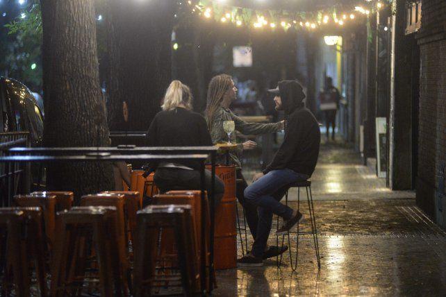 Actualmente los bares cierran sus puertas a las 19 según las últimas medidas provinciales.