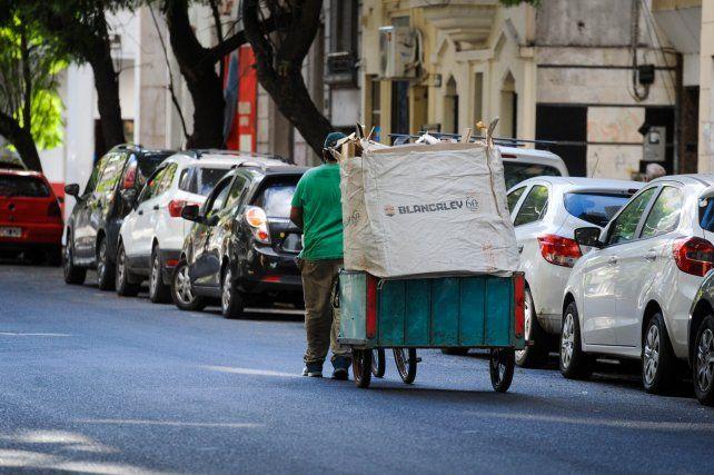 Una familia necesitó en marzo 60.874 pesos para no caer en la pobreza