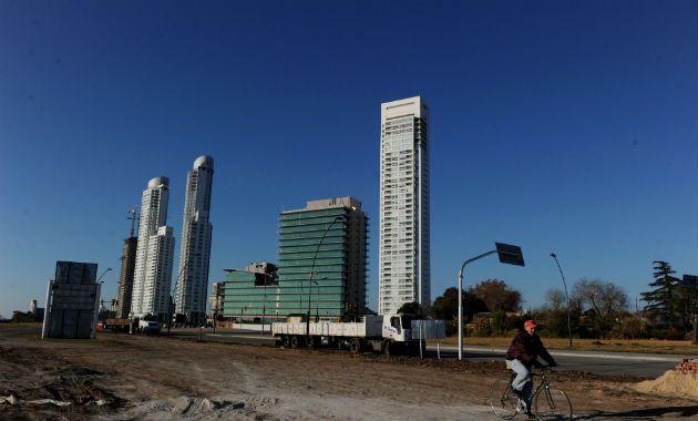 Sin pausa. El desarrollo de Puerto Norte promete extenderse por la avenida de las Tres Vías y llegar hasta Avellaneda. (Foto: C. Mutti Lovera)