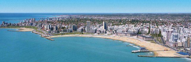 Sorpresa en Mar del Plata por las aguas turquesas que bañaron las costas de la ciudad