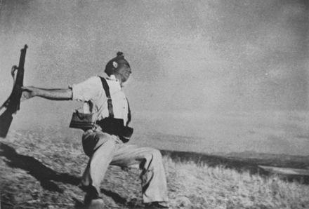 Exponen en Chile fotografías de Robert Capa
