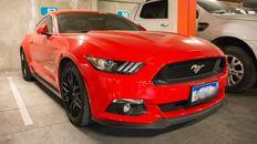 Un Mustang, es uno de los autos de alta gama que fueron secuestrados en los allanamientos que se realizaron este viernes.