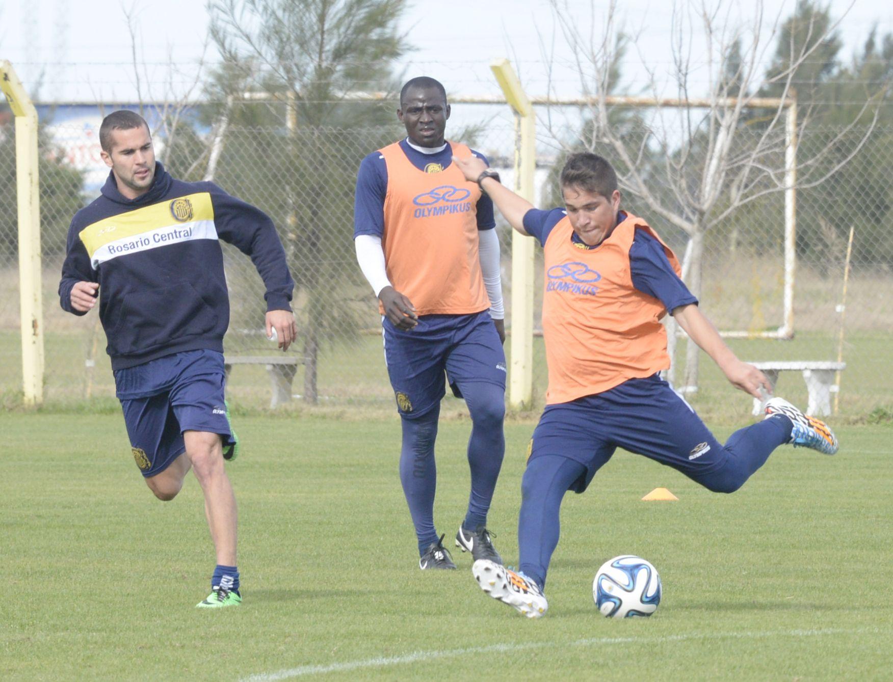 Pablo Becker y Walter Acuña son alternativas importantes para Russo. Yeimar Pastro Gómez también es considerado. (Foto: S. Salinas).