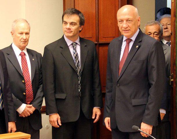 Los ministros Raúl Lamberto y Juan Lewis recorrieron las nuevas salas de audiencias junto a Bonfatti.