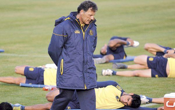 Camina y espera. El entrenador canalla aguarda que se concreten las incorporaciones. Por el momento las negociaciones no prosperaron