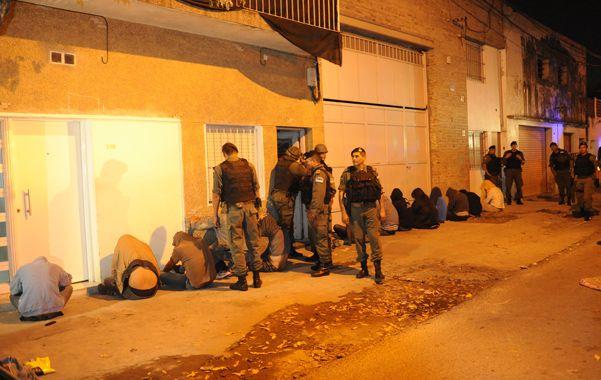 Cercados. Los gendarmes allanaron dos propiedades en pasaje Túnel al 500.