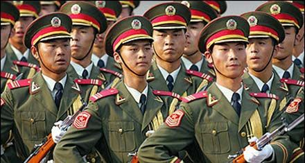 Prohíben a soldados chinos crear blogs y anunciarse en webs de citas