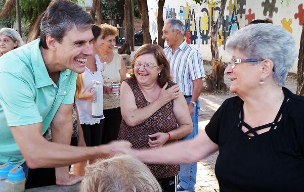 de campaña. Grandinetti se reúne a diario con los vecinos de los barrios.