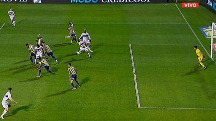 La pelota rebotó en Ojeda, pega en Gerometta y Leonardo Morales ya aparece adelantado. Gimnasia le gana a Central con un gol en off side.