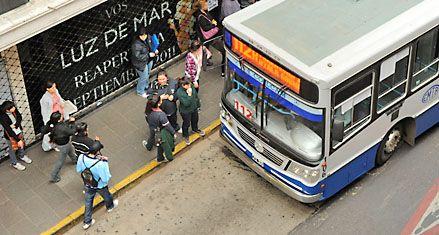 La caída de los subsidios al transporte afectaría al 60 por ciento de los rosarinos