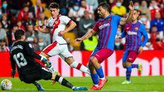 Dimitrievski evita el gol del Kun Agüero tras una buena jugada de Nico.