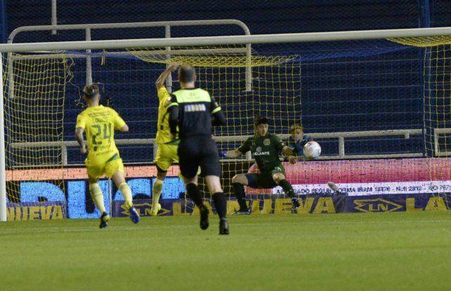 Aldosivi sorprende a Central y le está ganando 1 a 0.
