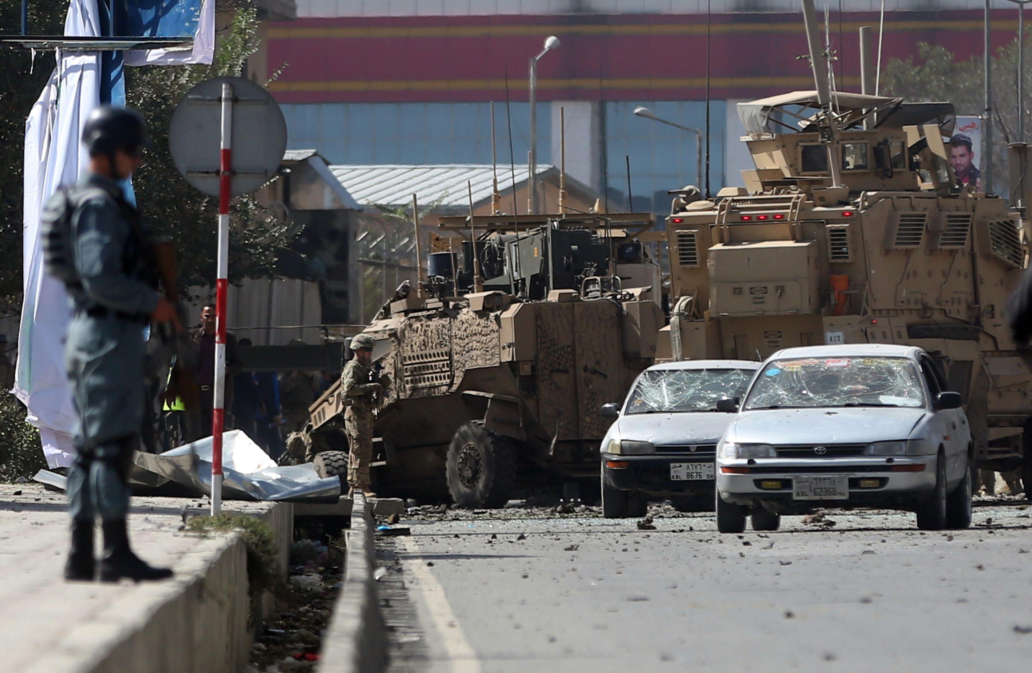 Kabul.  Un atentado explosivo contra un convoy estadounidense en la capital afgana