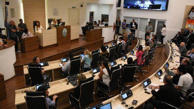 Los concejales se aprestaban a aprobar una reducción del 30 por ciento de sus sueldos