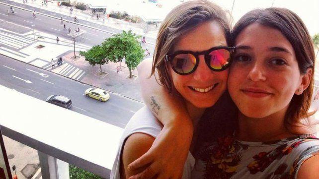 La incómoda situación de Leticia Siciliani y su novia en un colectivo