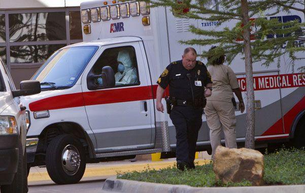 Amber Vinson también trabaja en el hospital Presbiteriano de Texas y voló junto a otros 132 pasajeros el día anterior a presentar fiebre.