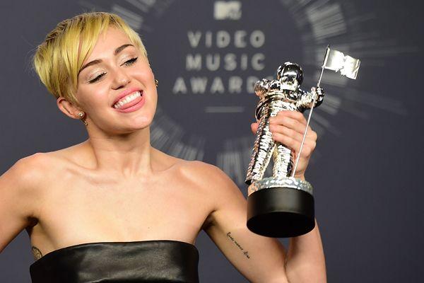 La estralla Pop celebró el galardón de MTV.