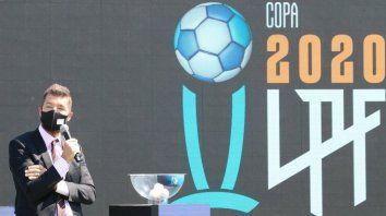 Marcelo Tinelli, el presidente de la Liga Profesional que aún no debutó, durante el sorteo del nuevo campeonato del fútbol argentino.