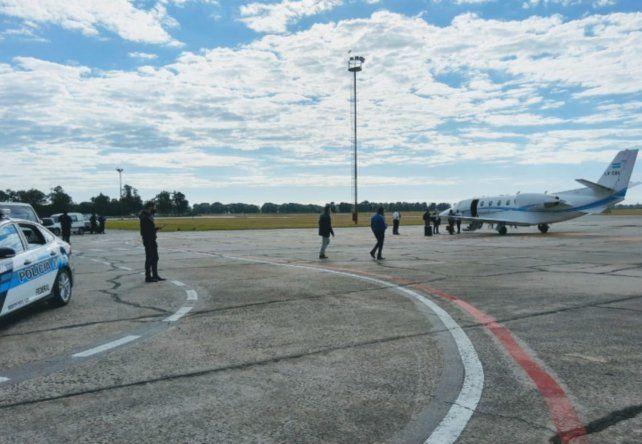 La llegada al aeropuerto de la III Brigada Aérea de Reconquista de los funcionarios del gobierno nacional. (Foto: gentileza Reconquistahoy.com)