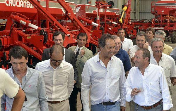 Recorrida. El gobernador visitó una empresa metalmecánica.