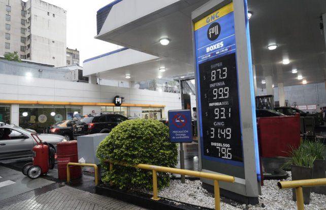 Las estaciones de servicios mostraron sus nuevos valores desde la medianoche.