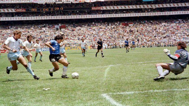 La obra del genio. Diego protagonizó el 22 de junio de 1986 un gol que se inmortalizó como uno de los instantes más gloriosos de la historia del fútbol mundial.