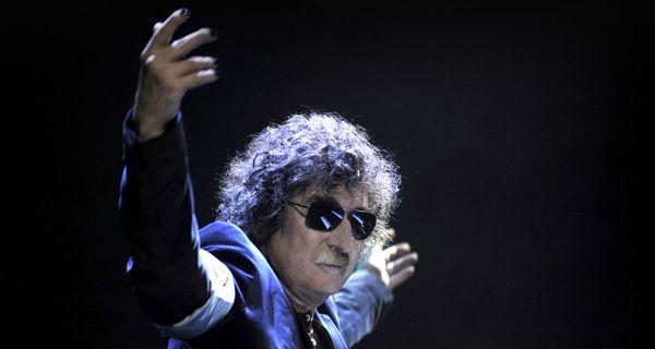 Con el recuerdo del Flaco Spinetta, Charly García hace bailar a Rosario