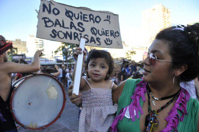 Imagen de la protesta de murgas rosarinas en respuesta a la represión en una villa. La foto fue tomada en febrero de 2016.