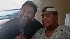 El neurocirujano Leopoldo Luque y Diego Maradona, después de la operación del Díez.
