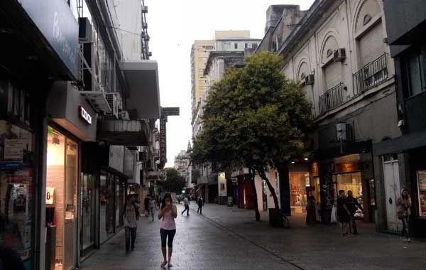 Las lluvias no dan tregua. El SMN emitió un alerta por tormentas fuertes para Rosario y la región. (Foto de archivo)