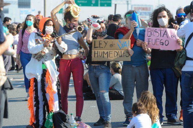 Las marchas a favor de la ley de Humedales se hacen sentir en Rosario.
