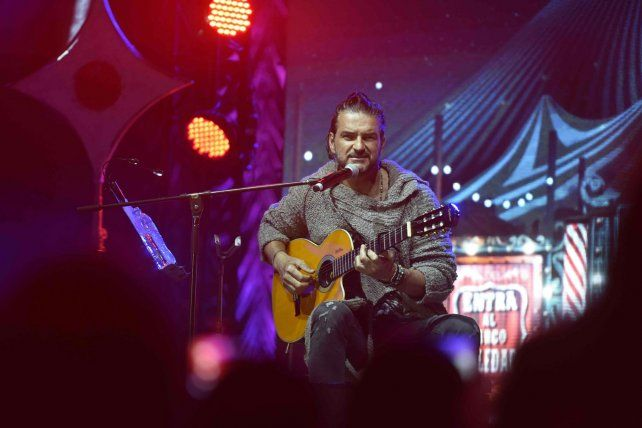 El artista reunió a periodistas y fans en una carpa en Avellaneda para presentar su nuevo trabajo discográfico