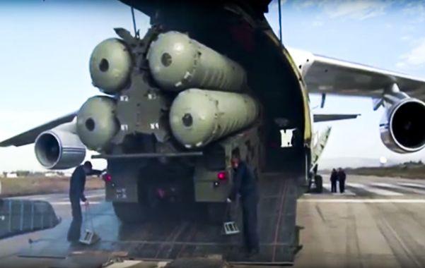 Poder de fuego. Misiles antiaéreos S-400 rusos de gran alcance desembarcados en la base de Hemeimeem