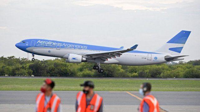 Salió el primero de 10 vuelos que traerán ocho millones de dosis de China