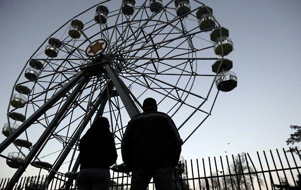La rueda trágica. En este juego del parque se produjo el accidente que le costó la vida a dos hermanas. (Foto: C. Mutti Lovera)