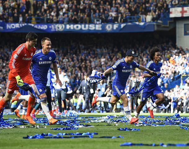 El equipo Blue festejó el título tras la victoria.