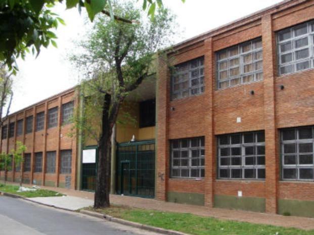 La escuela donde sucedió la agresión está ubicada en Colón y 27 de febrero.