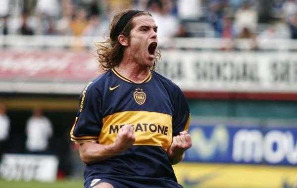 Puro grito. Gago festeja uno de los goles que anotó en su etapa en Boca. Ahora su vuelta al club está bastante lejos.