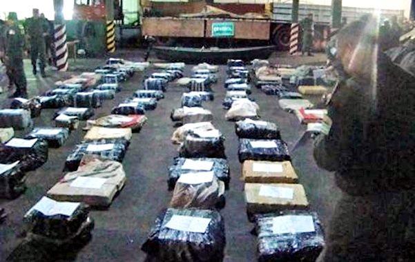 Frente a Paraguay. El camión Scania y la carga de marihuana hallada en Ituzaingó