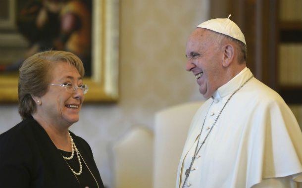 Cordial. Francisco se reunión con Bachelet en la biblioteca del Vaticano