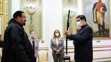 El presidente de Venezuela Nicolás Maduro recibió a Steven Seagal, quien llegó como representante del Ministerio de Exteriores de Rusia.