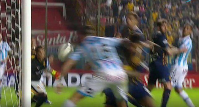 El video de la clara mano en el gol de Abero que le dio la ventaja a Atlético de Rafaela