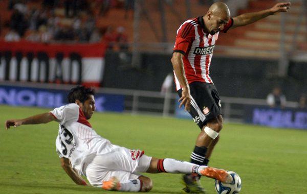 Lucas Bernardi festeja el gol con sus compañeros ante Nacional.