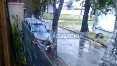 El video que muestra el momento en el que la camioneta atropella a los asaltantes