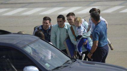 Messi, Di María y Lo Celso, en el feliz reencuentro con sus afectos.
